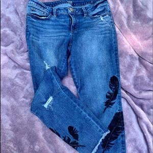 Ana Capri jeans with feather embroidery